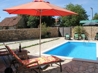 Mratovo Holiday Home Sleeps 8 with Pool Air Con and WiFi - 5470442