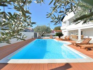 Comfortable and spacious house Zadar (K-10016)