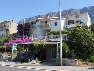Three bedroom apartment Makarska (A-6784-b)