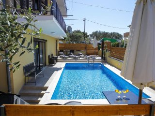 Grgomicic Apartment Sleeps 6 with Pool and Air Con - 5465399