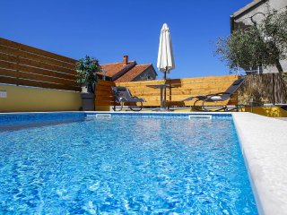 Grgomicic Apartment Sleeps 3 with Pool and Air Con - 5465396