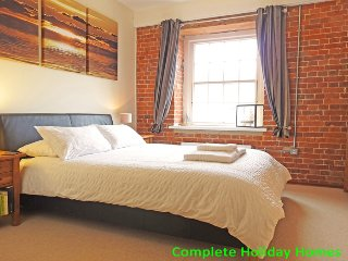 The Granary - a superb 2 bedroom apartment in the impressive Clarence Marina