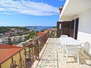 Hvar Apartment Sleeps 5 with Pool and Air Con - 5462171