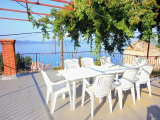 Sladenovici Holiday Home Sleeps 8 with Air Con and WiFi - 5460418