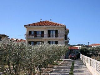 Two bedroom apartment Slatine (Ciovo) (A-1137-b)