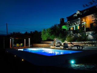Plano Holiday Home Sleeps 6 with Pool Air Con and WiFi - 5458728