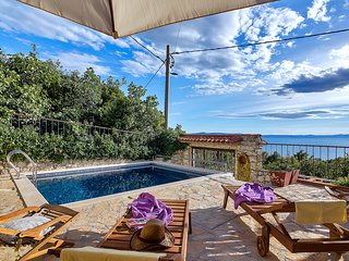 Charming holiday home w/ pool and great view