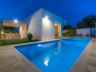 3 bedroom Villa in Marina di Ragusa, Sicily, Italy : ref 5455708