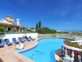Nerja Villa Sleeps 12 with Pool - 5080304