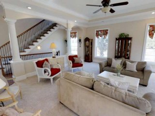 Beautiful Singleton Beach Home, 3 King Beds, Private Pool, Grill,Elevator, Game