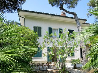 4 bedroom Villa in Case Fortullino, Tuscany, Italy : ref 5446419
