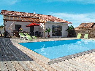 4 bedroom Villa in Montalivet-les-Bains, Nouvelle-Aquitaine, France : ref 544500