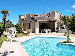 5 bedroom Villa in L'Isle-sur-la-Sorgue, Provence-Alpes-Côte d'Azur, France : re