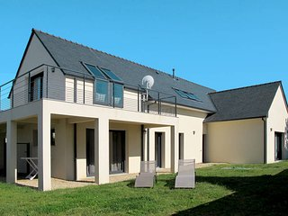 5 bedroom Villa in Brignogan-Plage, Brittany, France : ref 5438046