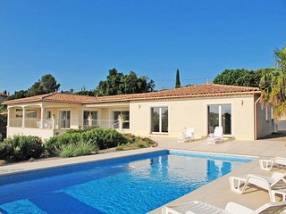 3 bedroom Villa in Saint-Aygulf, Provence-Alpes-Côte d'Azur, France : ref 543586