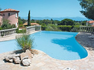 4 bedroom Villa in Saint-Aygulf, Provence-Alpes-Cote d'Azur, France : ref 543586