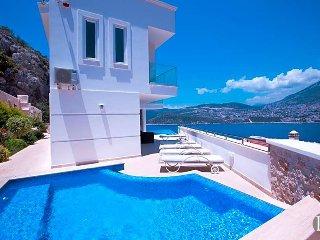 Kalkan Villa Sleeps 10 with Pool and Air Con - 5433516