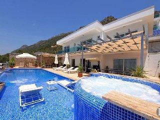 Kalkan Villa Sleeps 8 with Pool and Air Con - 5433501