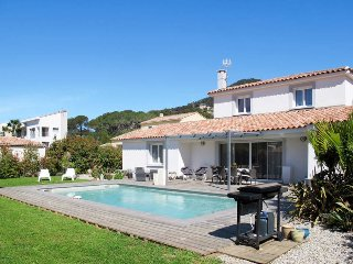3 bedroom Villa in Carqueiranne, Provence-Alpes-Côte d'Azur, France : ref 543590