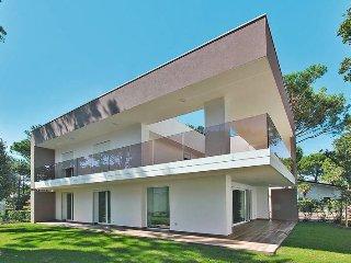 4 bedroom Villa in Lignano Pineta, Friuli Venezia Giulia, Italy : ref 5434538