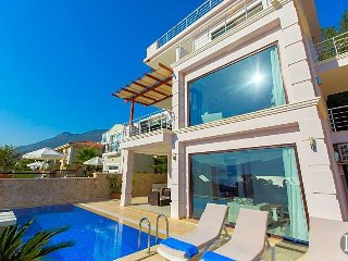 Kalkan Villa Sleeps 6 with Pool and Air Con - 5433203