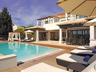 Roja- Pe Villa Sleeps 8 with Pool and Air Con - 5433081