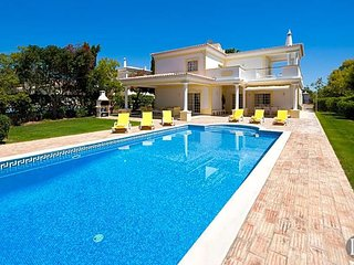 3 bedroom Villa with Air Con and WiFi - 5432994