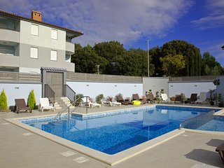 HOLIDAY APARTMENT WITH SWIMMING POOL 4