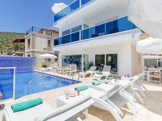 Kalkan Villa Sleeps 6 with Pool Air Con and WiFi - 5429207