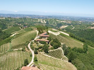 Charming 'old Piedmont' houses, amazing view, Barbaresco and Barolo wine area