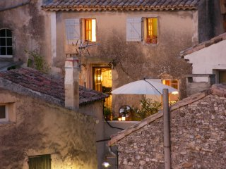 Historic town house in centre Vaison, stone throw away from pont romain.