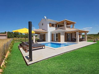 3 bedroom Villa with Air Con, WiFi and Walk to Beach & Shops - 5426596