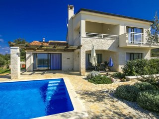 3 bedroom Villa with Pool, Air Con and WiFi - 5426407