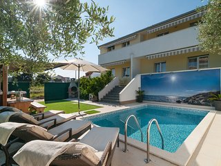 Charming Villa with pool and jacuzzi