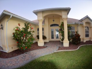Southern Exposure Gulf Access. 4bed,3bath .POOL/SPA,Villa Amazing View,