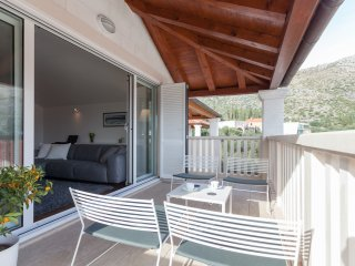 Maar Superior, Mali Zaton bay -  uniquely designed penthouse