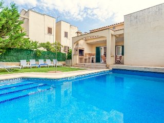 Villa Pintar for up to 8 guests, just 100m from the beach! (Catalunya Casas)