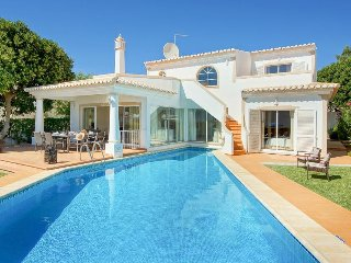 4 bedroom Villa with Air Con, WiFi and Walk to Beach & Shops - 5400249
