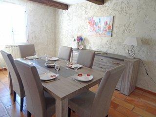 Saint-Saturnin-les-Apt Holiday Home Sleeps 6 with Pool and Free WiFi - 5699958
