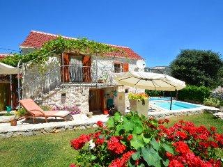 2 bedroom Villa in Vinisce, Splitsko-Dalmatinska Zupanija, Croatia : ref 5345707