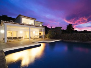 4 bedroom Villa with Pool, Air Con and WiFi - 5345587