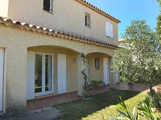4 bedroom Villa with Pool, WiFi and Walk to Beach & Shops - 5699906