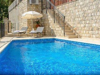 Zaton Doli Villa Sleeps 7 with Pool Air Con and WiFi - 5334495