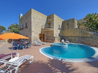 Ta' Gorgun Villa Sleeps 6 with Pool - 5334486