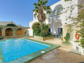 Xaghra Villa Sleeps 5 with Pool and Air Con - 5334483