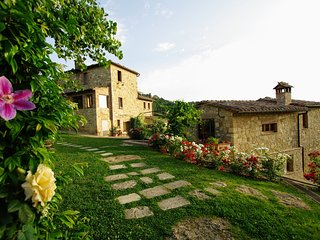 Castelluccio Villa Sleeps 14 with Pool Air Con and WiFi - 5312259