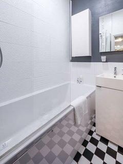 Modern Bathroom with Luxury Bathfittings