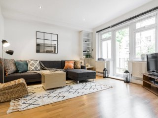 (2)Beautiful 2 Bed 2 Bath & Balcony in Belsize Prk