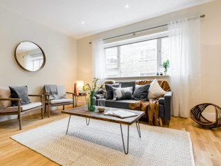 (3) Designer South Ken 3 bed, 2.5 bath flat