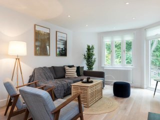 Spacious 3 bed 2 bath house in Chic Chelsea